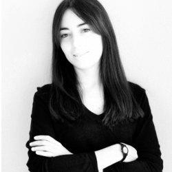 Dña. Raquel Santos-Lacueva